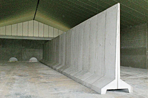 Precast freestanding retaining walls